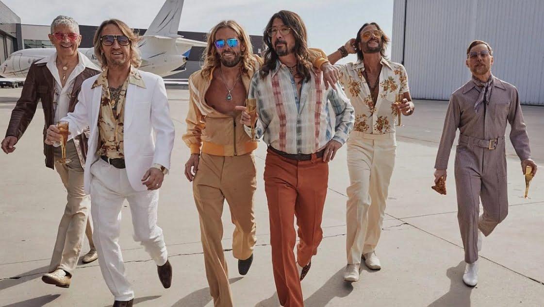 Foo Fighters jako Dee Gees – disco w dobrym guście