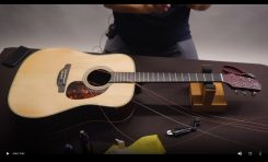 Wymiana strun w gitarze akustycznej z firmą Takamine (wideo)