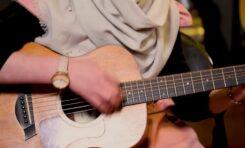 Tom Morello prosi o pomoc w ewakuacji młodych gitarzystek z Afganistanu