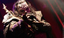 Mr. Lordi poddał się szczepieniu na Covid. Zrobił to w pełnym rynsztunku...