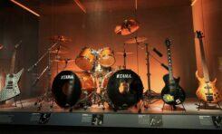 Rock & Roll Hall Of Fame za pośrednictwem sklepu Reverb sprzedaje gitary podpisane przez legendy muzyki