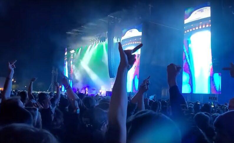 Machine Gun Kelly wybuczany na własnym koncercie - nie zadziera się z fanami Slipknot