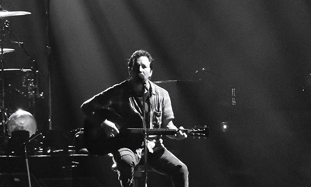 """""""Long Way"""" – nowy singiel Eddiego Veddera. To pierwsza zapowiedź solowej płyty."""
