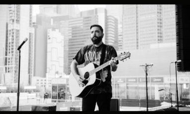Jeremy McKinnon i jego gitary Takamine